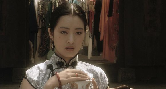 Gong Li as Juxian in the film Farewell my concubine