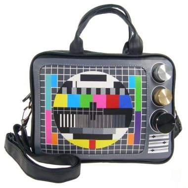 """Bolso bandolera Unisex TV estilo retro, realizado en color negro.  Tambien puede usarse como porta PC, de tamaño pequeño, aprox. 10"""".  Con un aspecto tan divertido, en el que los botones se giran de verdad, seguro que no pasaras desapercibido.  No dudes más, este bolso esta pensado para ti!  www.originalcomplement.com"""