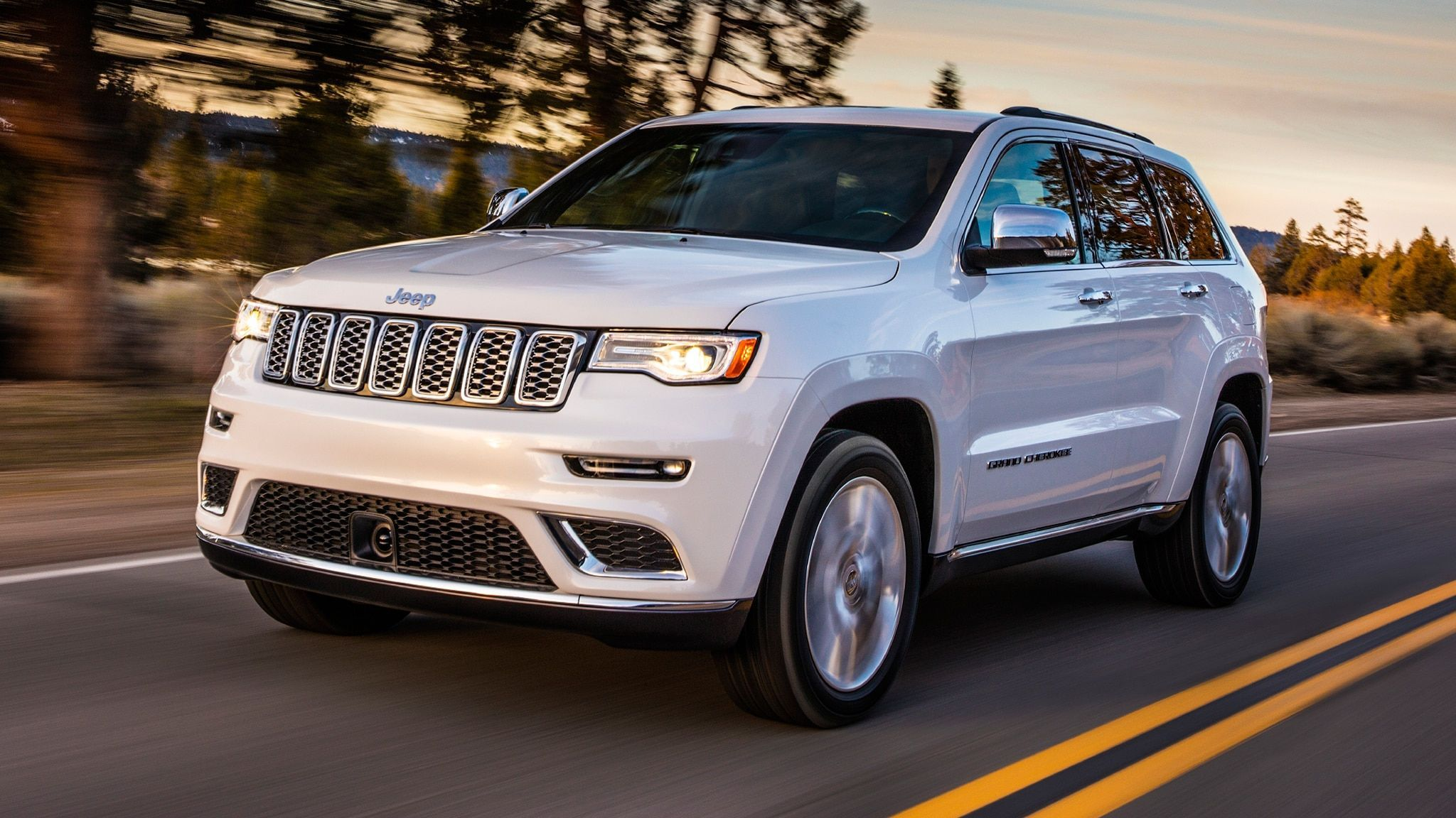 2020 Jeep Grand Cherokee Summit 5 Cool Things About Jeep S Most Premium Luxury Suv Your Family S Car S 2017 Jeep Grand Cherokee Suv Cars Jeep Grand Cherokee
