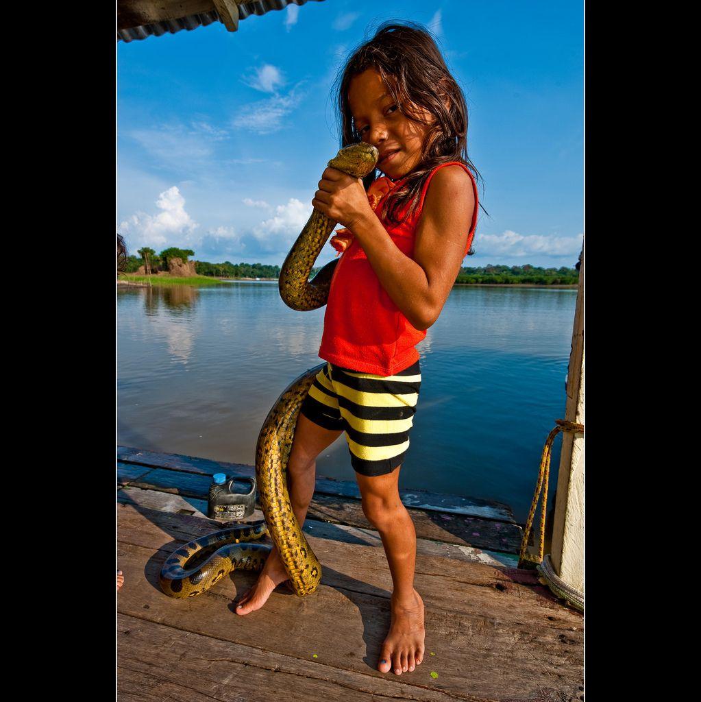 Sucuri com moradores do Rio Negro - Amazonas