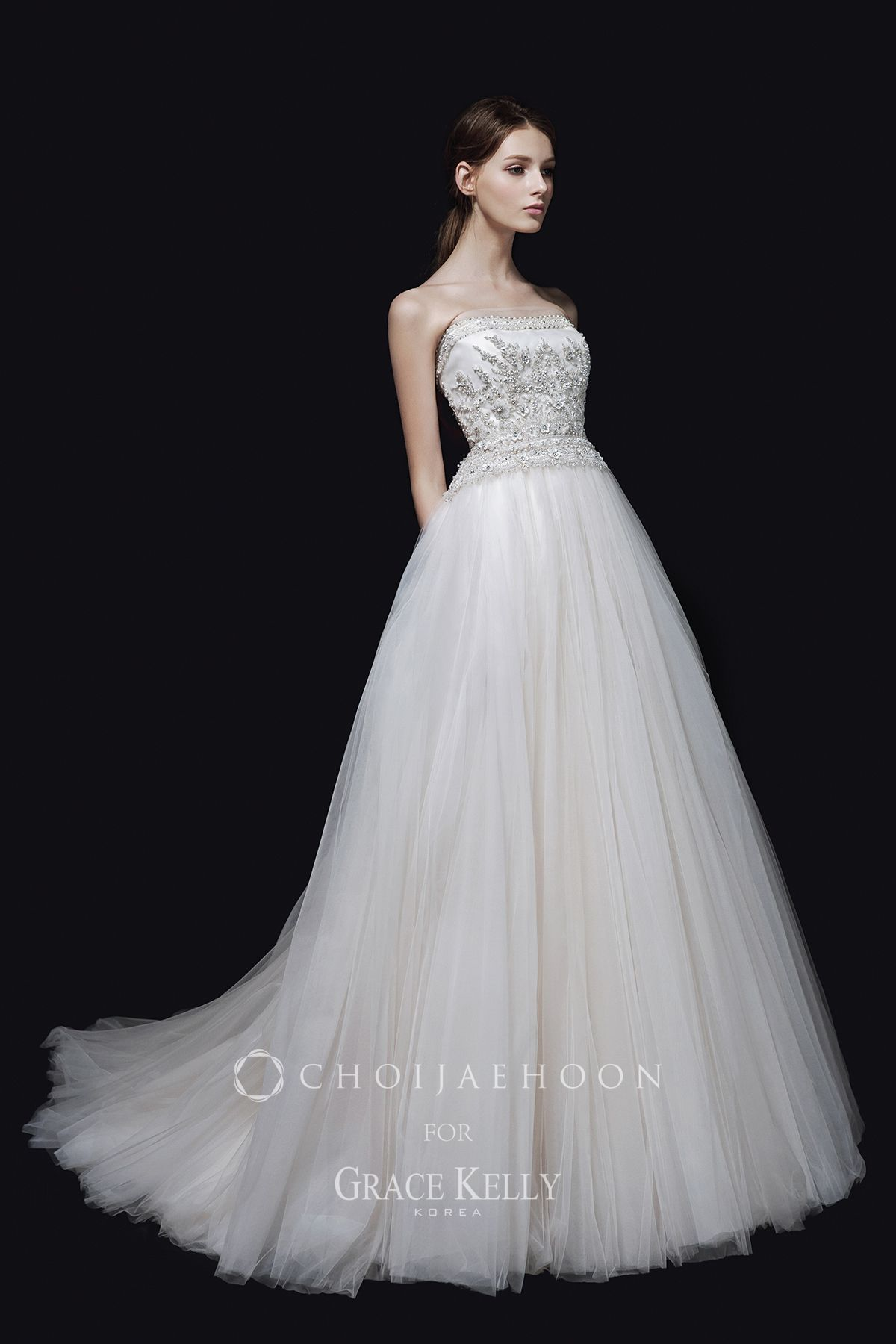 Stop and stare at choijaehoon collection dress with its wonderful