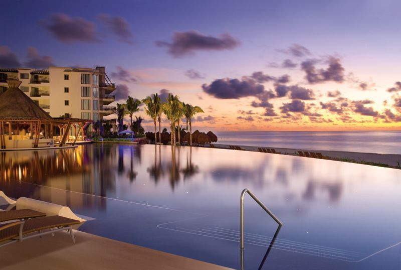End A Perfect Day In Paradise By Watching The Sunset With The Family At Dreams Riviera Cancun Dreams Riviera Cancun Resort Cancun Resorts Riviera Cancun Resort