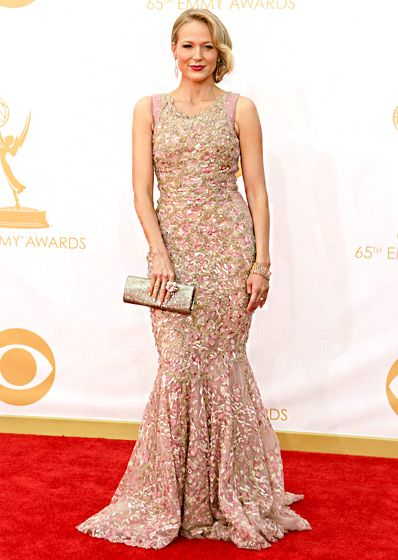 Jewel  The singer wore a Tony Ward gown, Jimmy Choo shoes and clutch, and jewelry by Lorraine Schwartz.