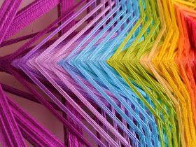 Tamanho: 50 cm de diâmetro   Tecida com fios de linha e estrutura de madeira de 6mm              Tamanho: 1 m de diâmetro   Teci...
