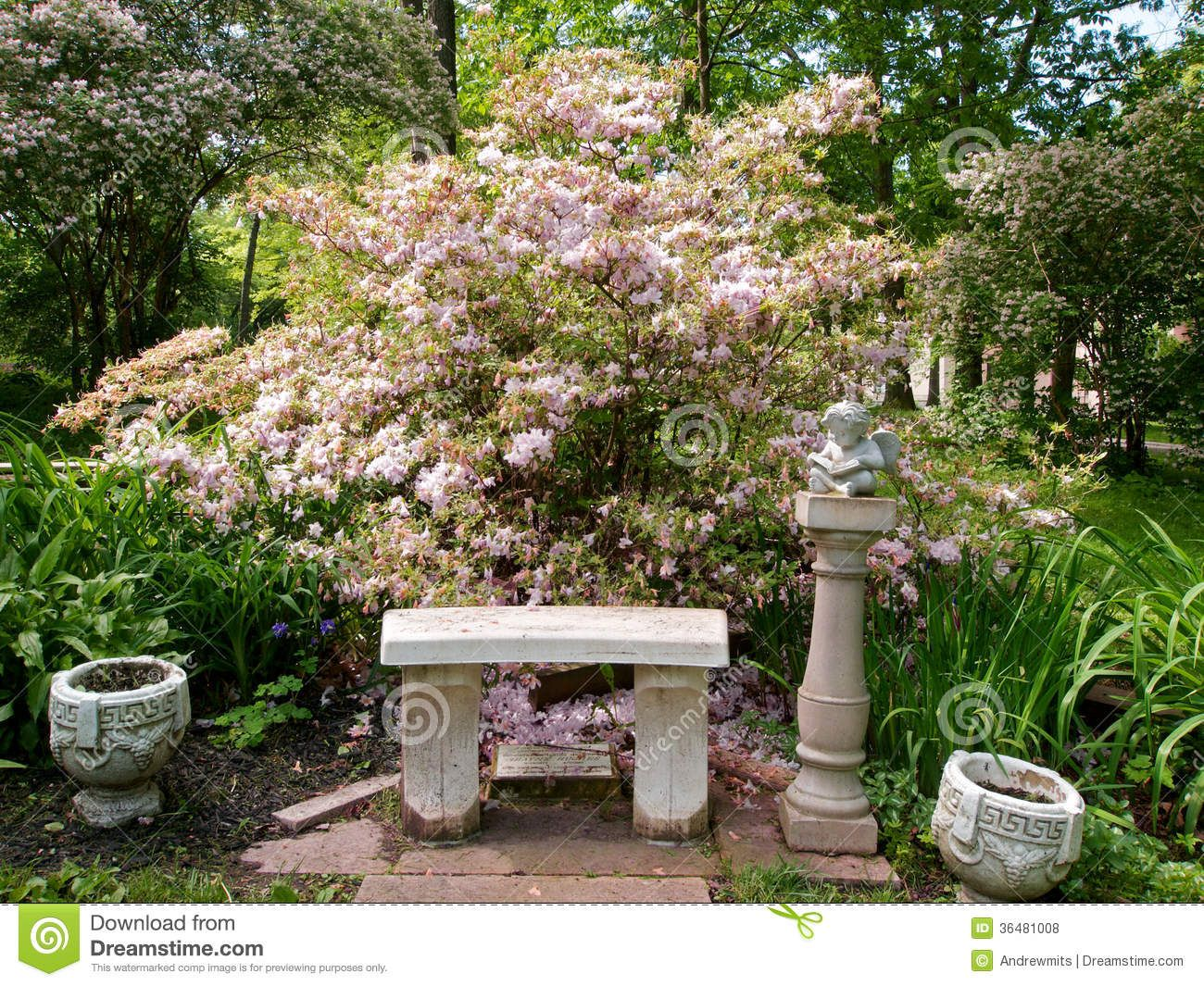 Outdoor Sitting Area in mulch | Stone bench, flower pots and statue ...