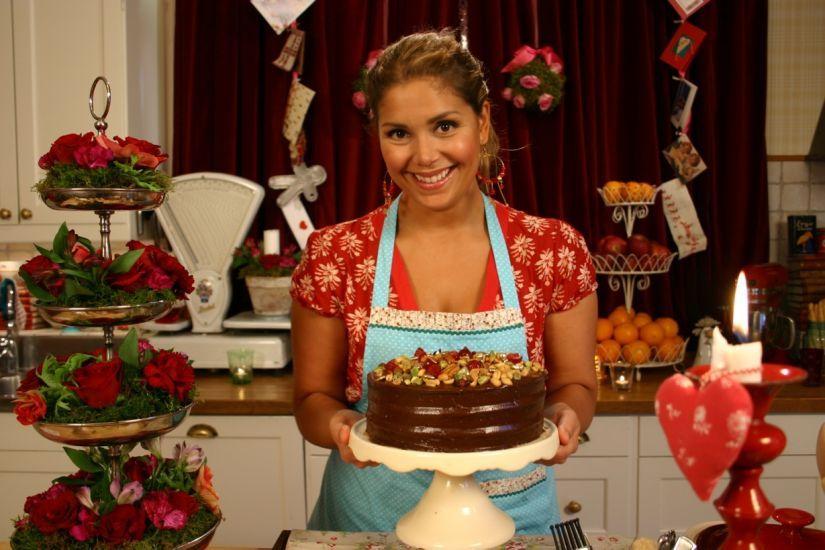 Detta är en riktigt maffig chokladtårta som jag gjorde i ett av mina julprogram ett år. Den är gjord enligt amerikanskt maner i tre lager med massor av ch...