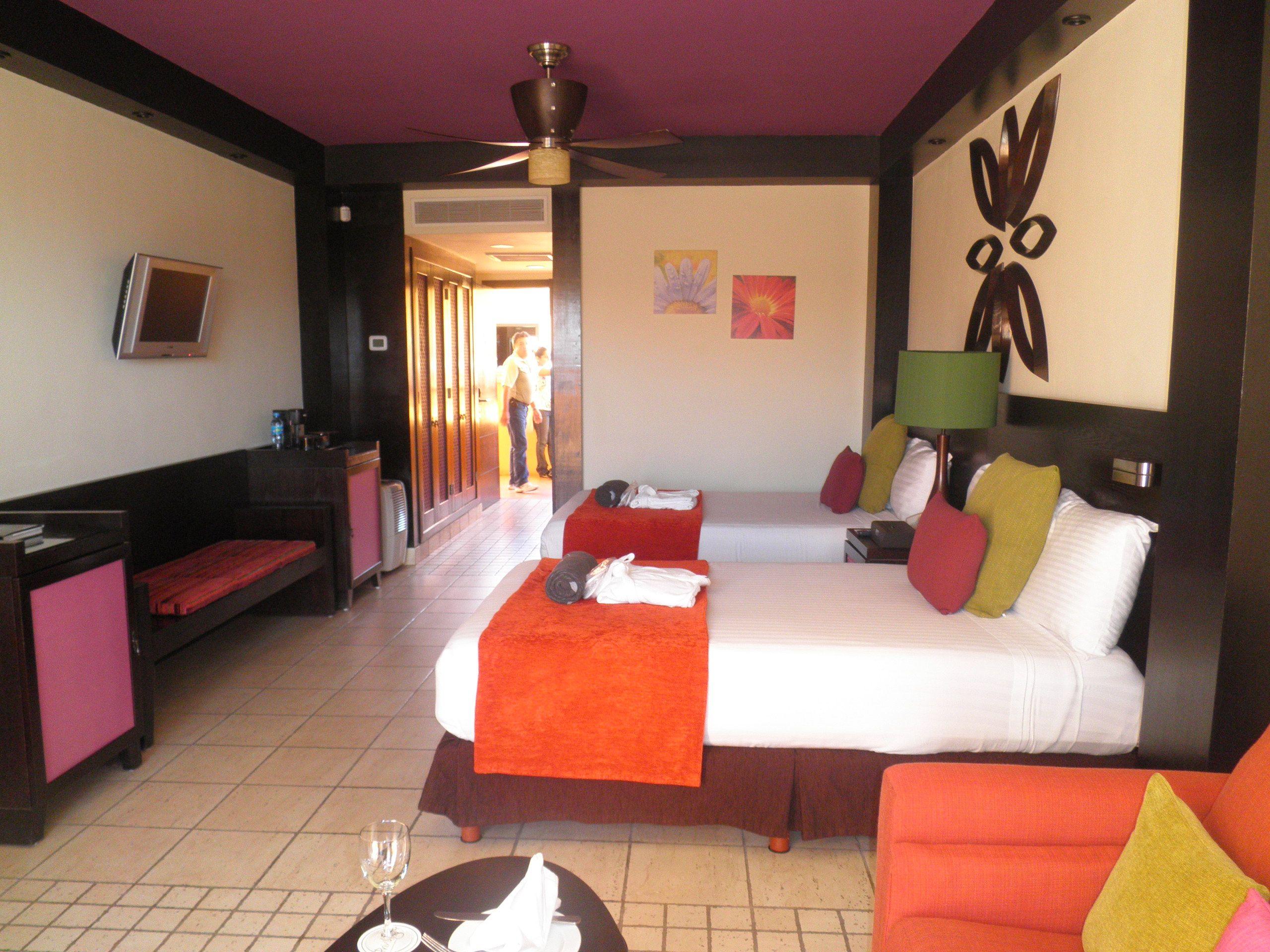 Habitaci n hotel ocean coral turquesa riviera maya decoraci n de interiores pinterest - Decoracion habitacion hotel ...