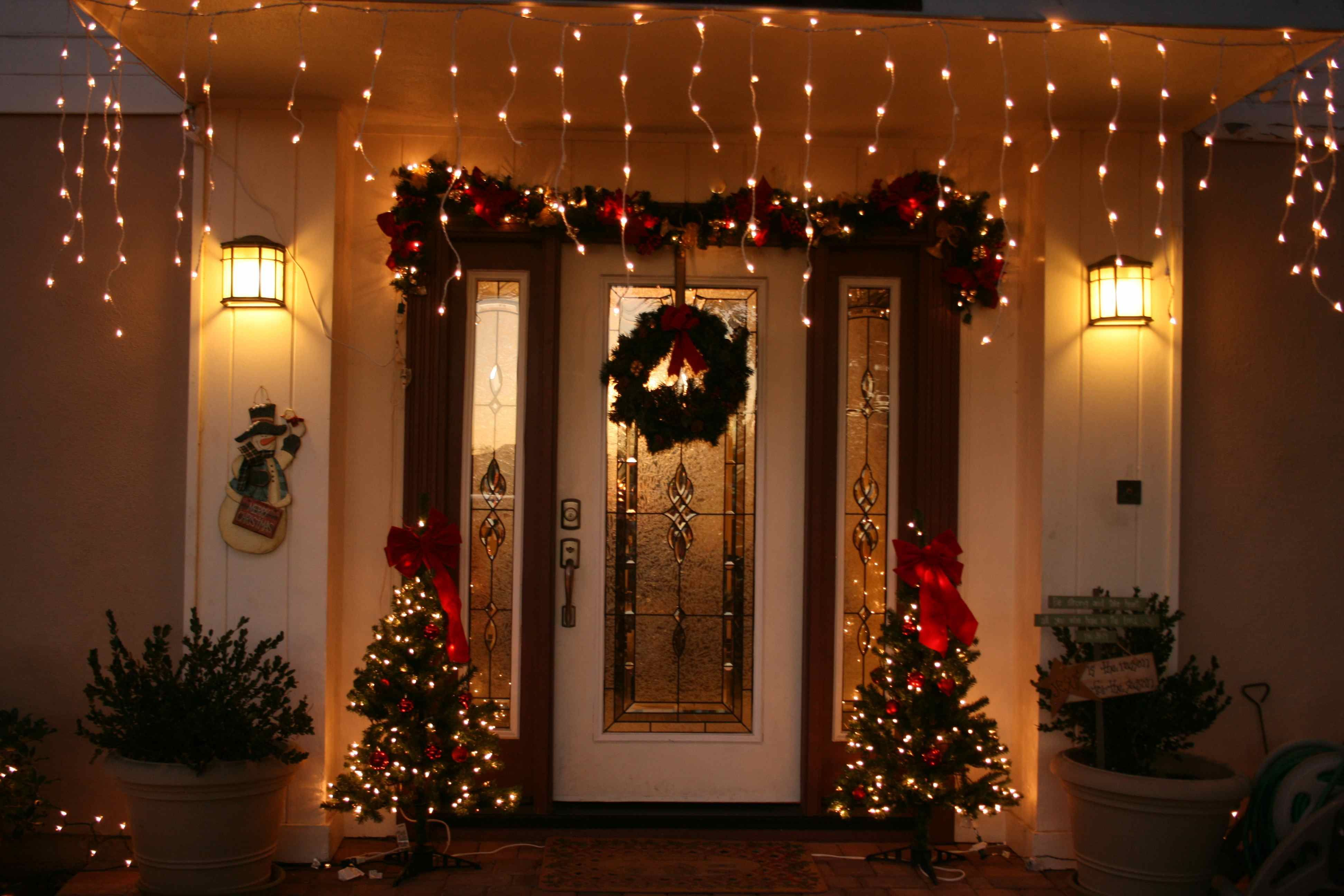 Captivatingfrontporchchristmasdecoratingeasandofficedoor
