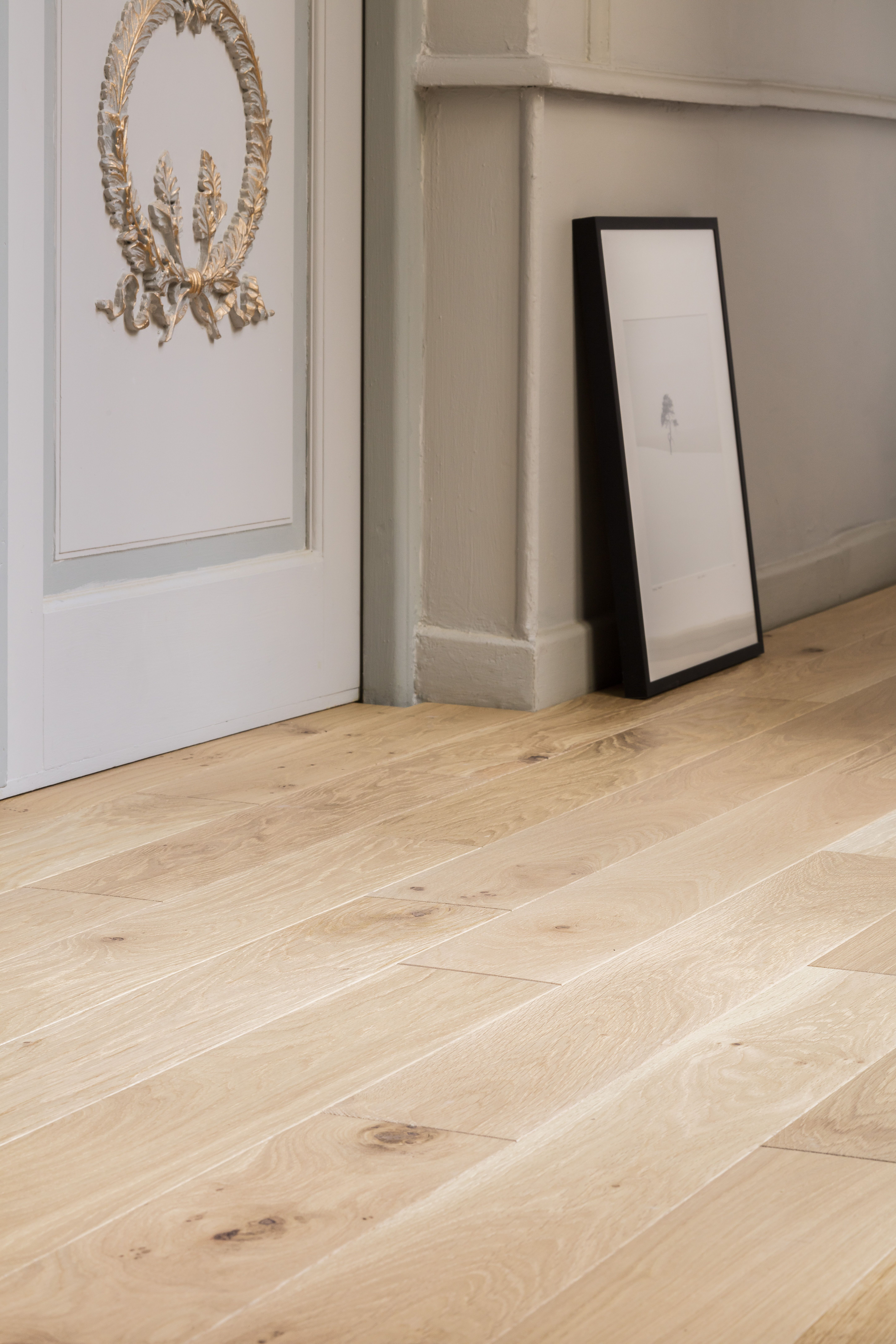 Parquet Massif Lyss Chene Blanc With Images Flooring Home Reno Room Furniture