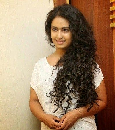 22 Indian Celebrities With Curly Hair Curlsandbeautydiary Hair Styles Curly Indian Hair Curly Hair Styles