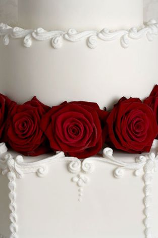 http://www.peggyporschen.com/images/Tiered-Cakes/2/7-Victorian-Glory-detail.jpg