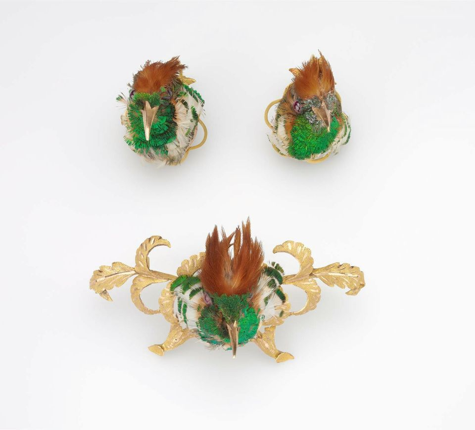 Suite of hummingbird jewelry in three parts (brooch and