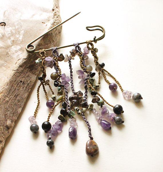 Crystal macrame brooch ~ Reiki-infused (miailluzia.com)
