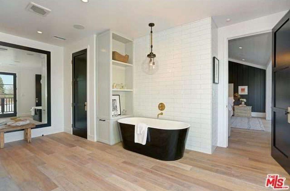 14755 Sutton St, Sherman Oaks, CA 91403 - Zillow | BathHouse ...