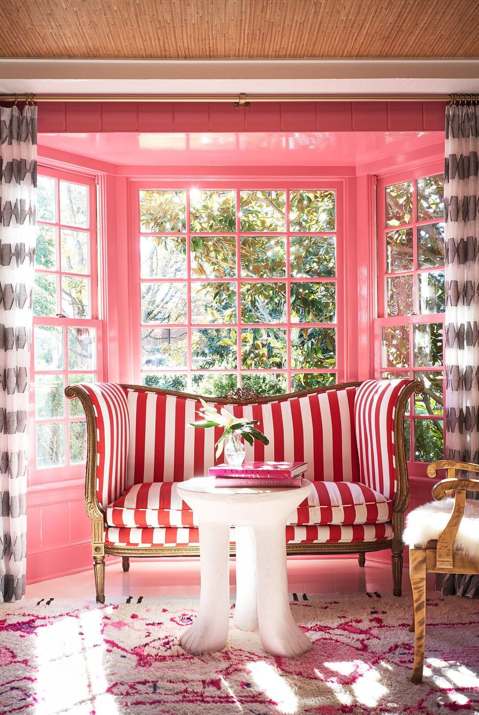 These Chic Pink Rooms Will Make You Want To Repaint Your Entire House In 2020 Living Room Color Paint Colors For Living Room Good Living Room Colors #pink #and #chocolate #brown #living #room