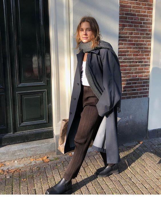 Beige trench, sneakers - Miladies.net   Fashion, Fashion