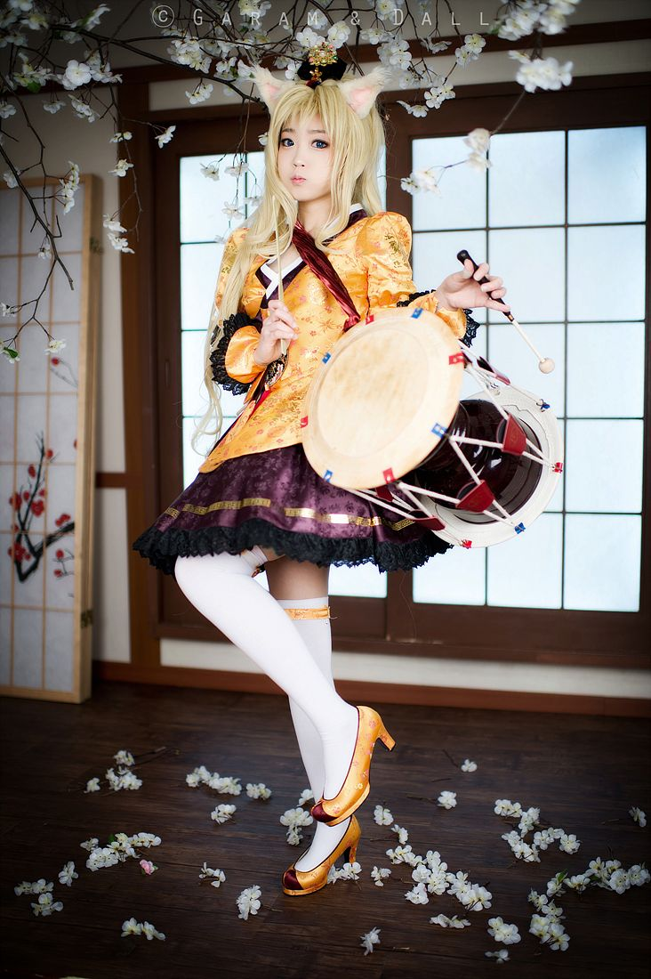 Vocaloid.  Character: SeeU. Version: Korean Dress. Team Cosplay. SpiralCats. Cosplayer: Tomia From: South Corea.