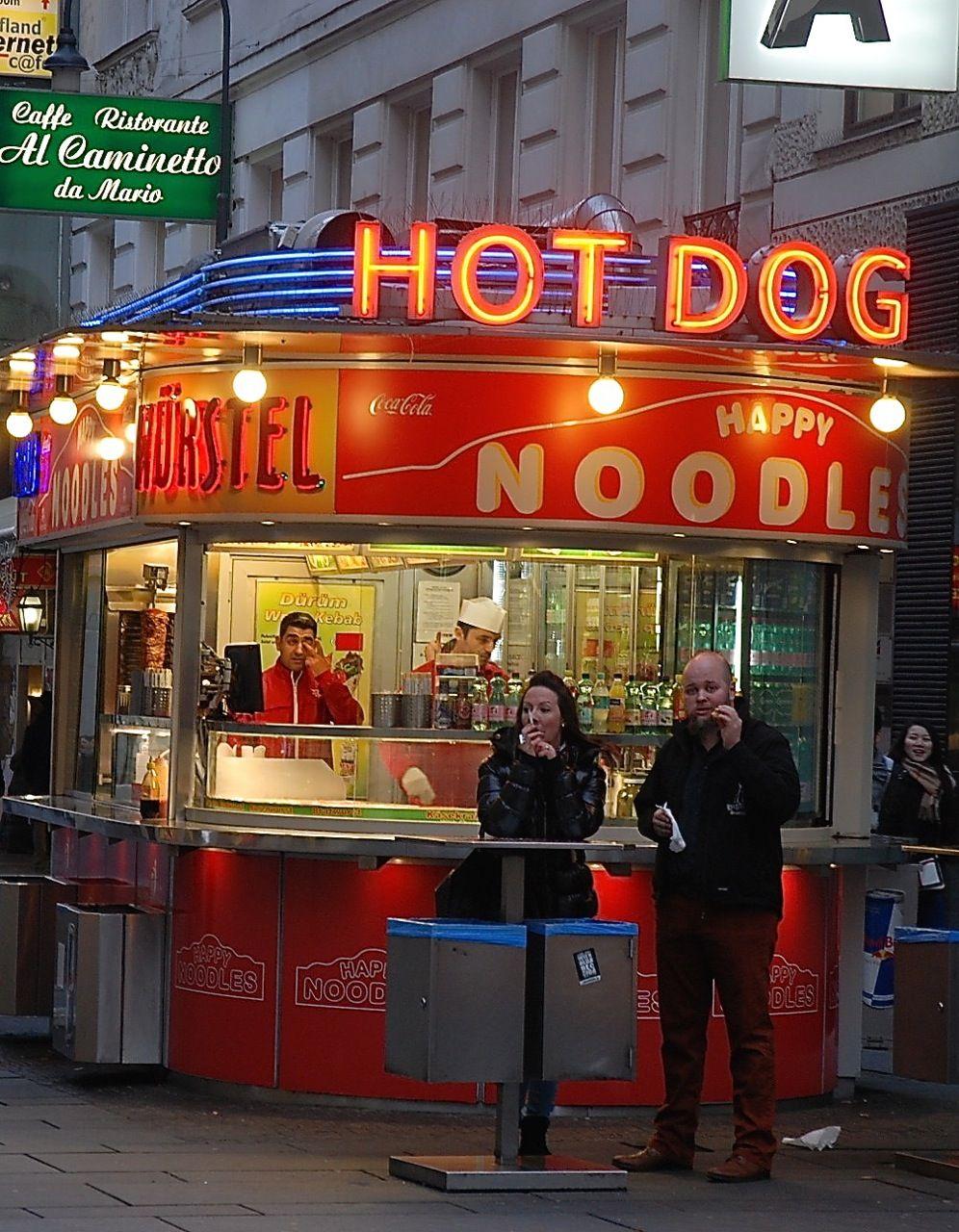 Hot dogs happy noodles an der Kärntnerstrasse