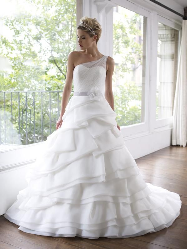 64edfee982 Designer Wedding Dress Gallery  Moonlight