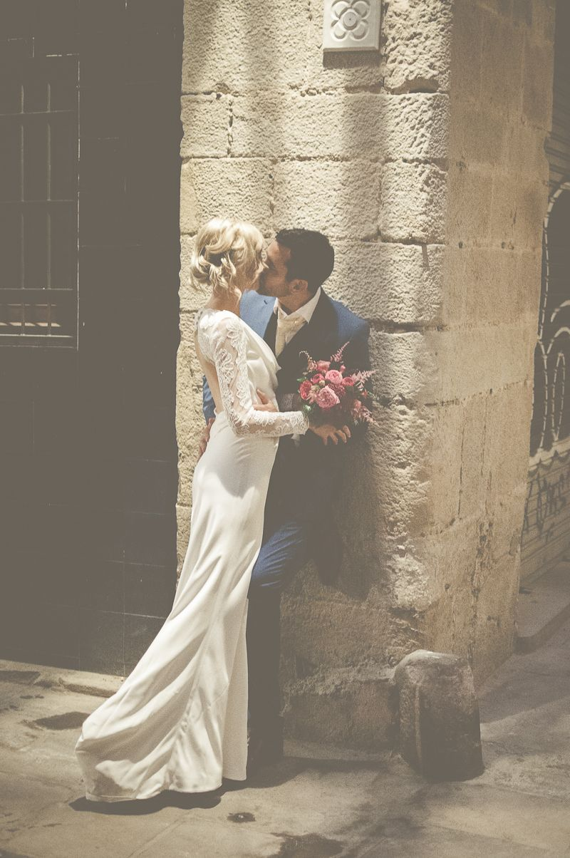 An Intimate And Luxurious Destination Wedding In Barcelona With A Suzanne Neville Regency In 2020 Romantic Wedding Photos Vintage Wedding Photography Wedding Photos