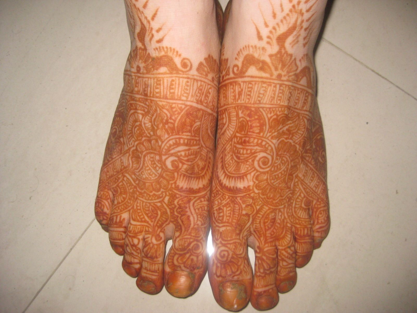 Mehndi Ideas For Groom : Awesome mehndi henna colour on legs feet of grooms dulha