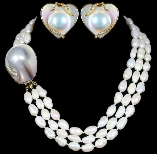 Mother Of Pearl Heart Shaped Earrings And Freshwater Necklace Set Accompanied By Diamonds In Yellow Gold