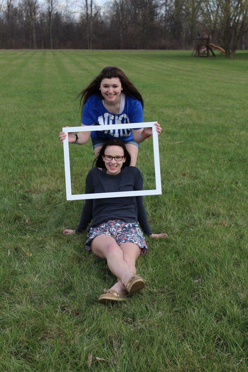 Best Friend Photoshoot ideas with Samantha DeJongh! Photo Credits: Melayna Suni