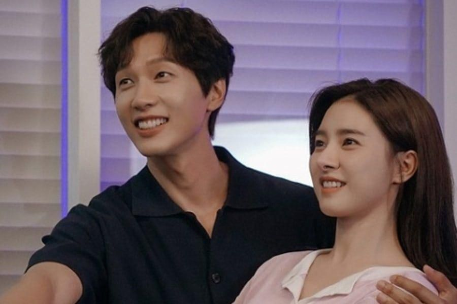 "Ji Hyun Woo And Kim So Eun Discuss Their Teamwork In Upcoming Drama ""Lonely Enough To Love"""