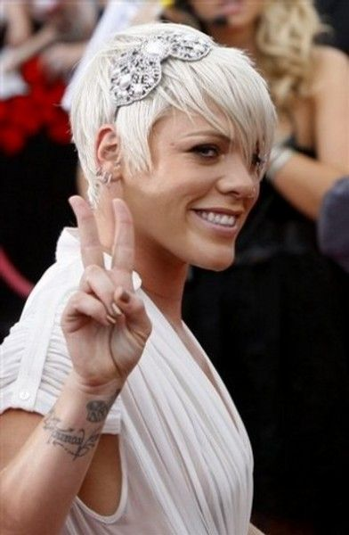 Image Detail For Singer Pink With Long Hair Pink Singer Hair Styles Short Hair Styles