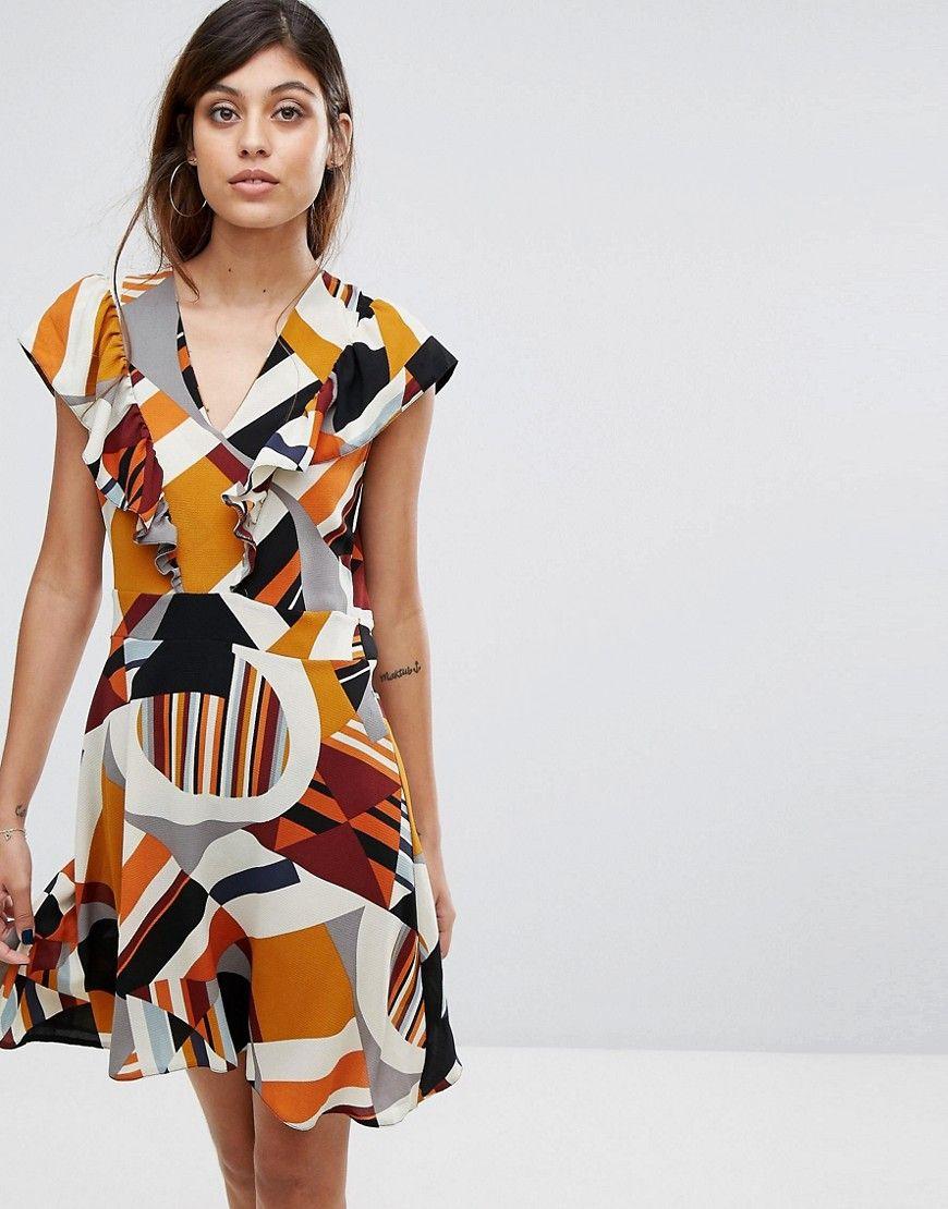 Liquorish - Kleid mit geometrischem Muster und Rüschen vorn
