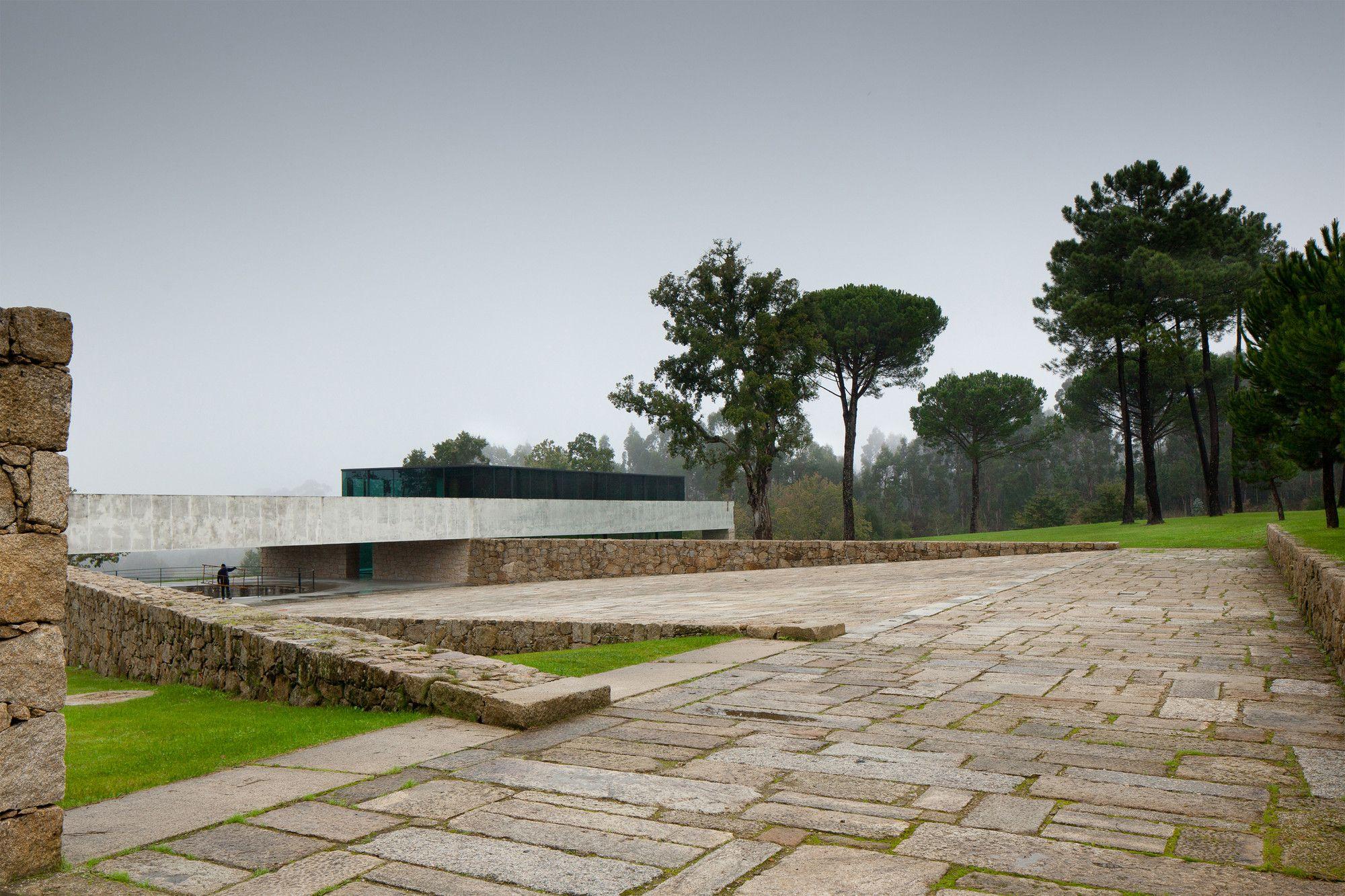 Two Houses in Monção / João Paulo Loureiro
