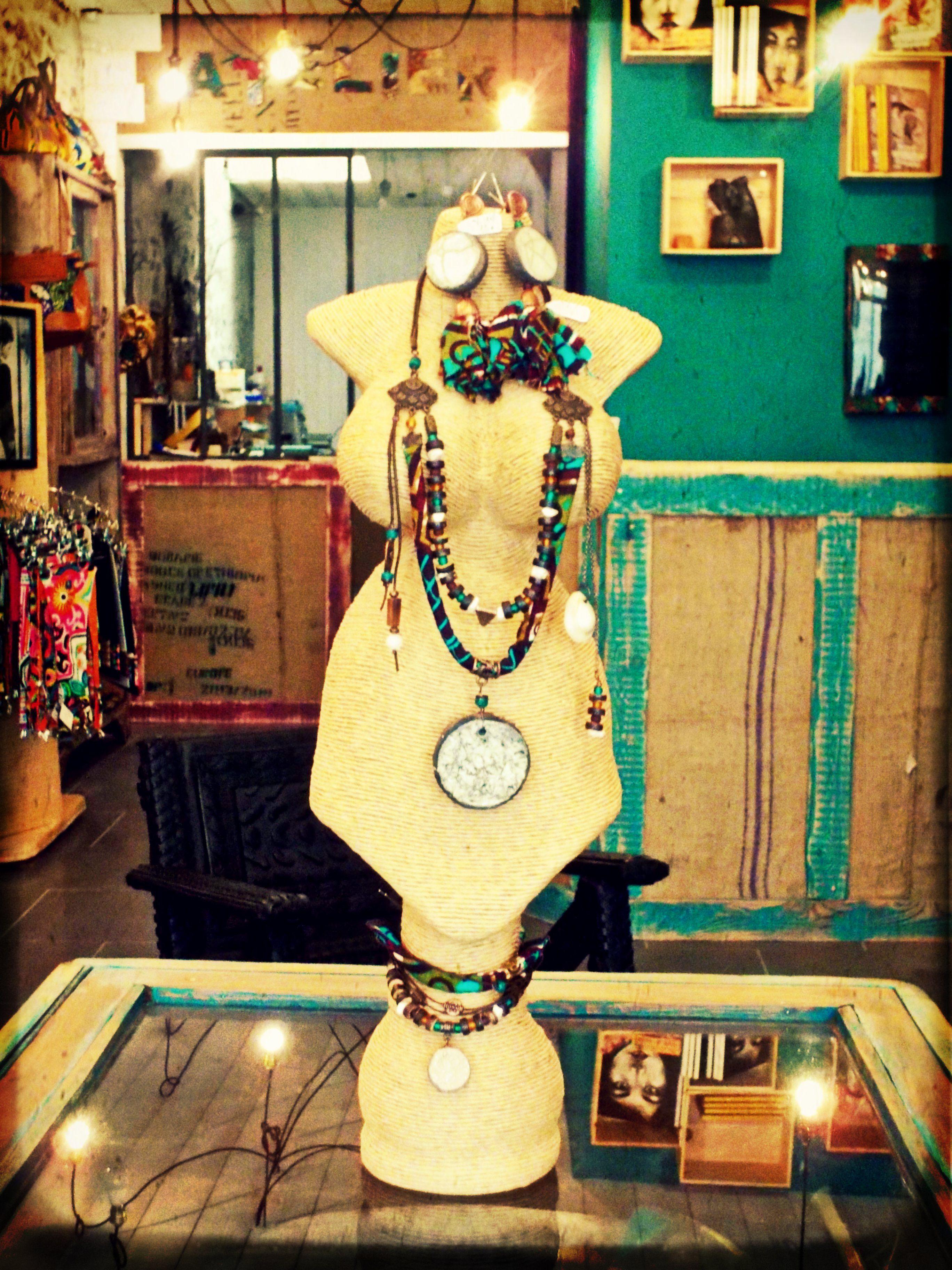 Magasin Déco Les Sables D Olonne parure ethnique chic collier, bracelet, boucles d'oreilles