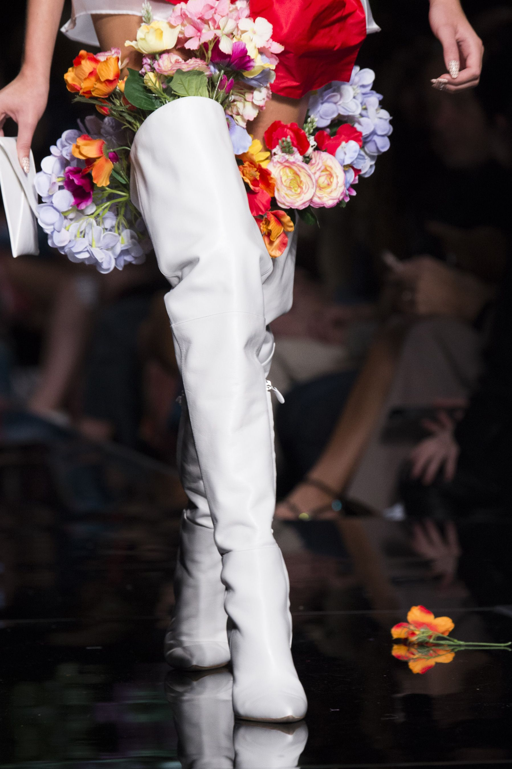 Moschino Spring 2018 Fashion Show Details, Runway, Womenswear Collections at TheImpression.com - Fashion news, street style, models, accessories