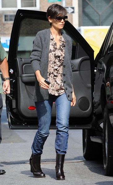 Katie Holmes Ankle Boots Mote, Athleisure-trend, Katie  Fashion, Athleisure trend, Katie