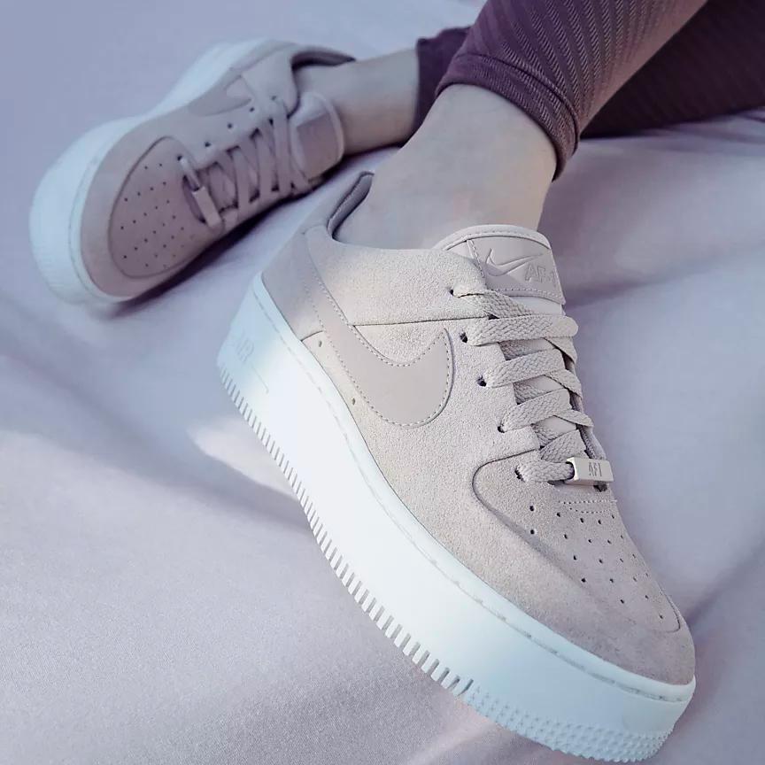 naranja Dispuesto El principio  Nike Air Force 1 Sage Low Women's Shoe. Nike.com | Nike air shoes, Beige  shoes, Nike air