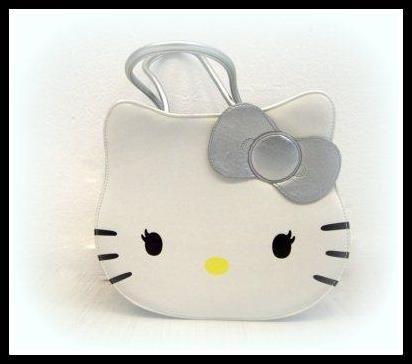 Hello Kitty è da sempre la gattina più fashion! Negli ultimi anni ha avuto un vero e proprio boom e l'abbiamo vista ovunque! Piace ad ogni età, grandi e piccoli. Da Beatrice Donna trovate i suoi prodotti scontati del 20%.
