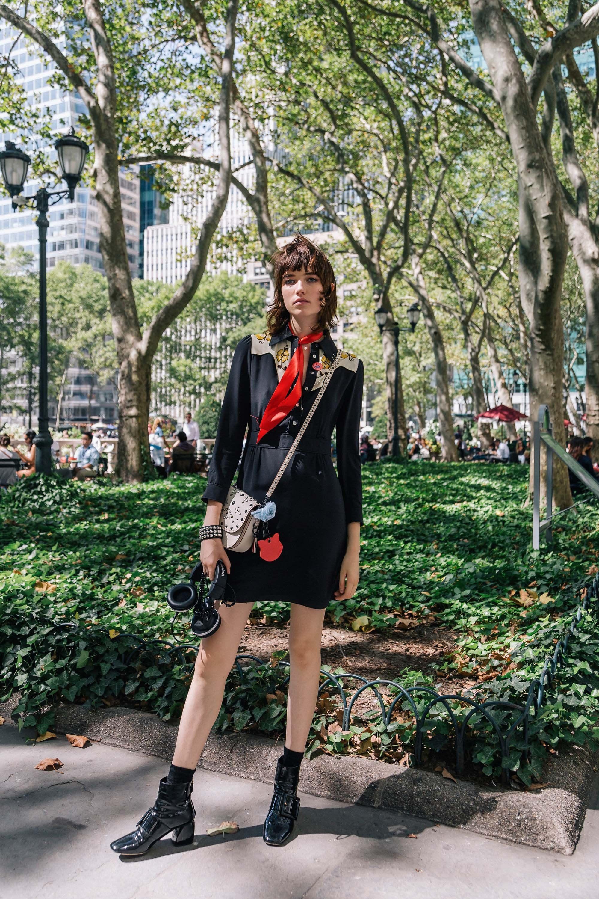 Nyfw Photo Diary This Model Of The Moment S Off Duty Style Is Perfectly Spot On