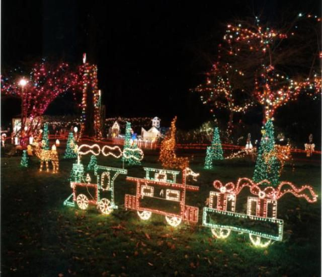 6 Places To See The Christmas Lights In Vancouver Christmas Light Show Canada Christmas Christmas Train