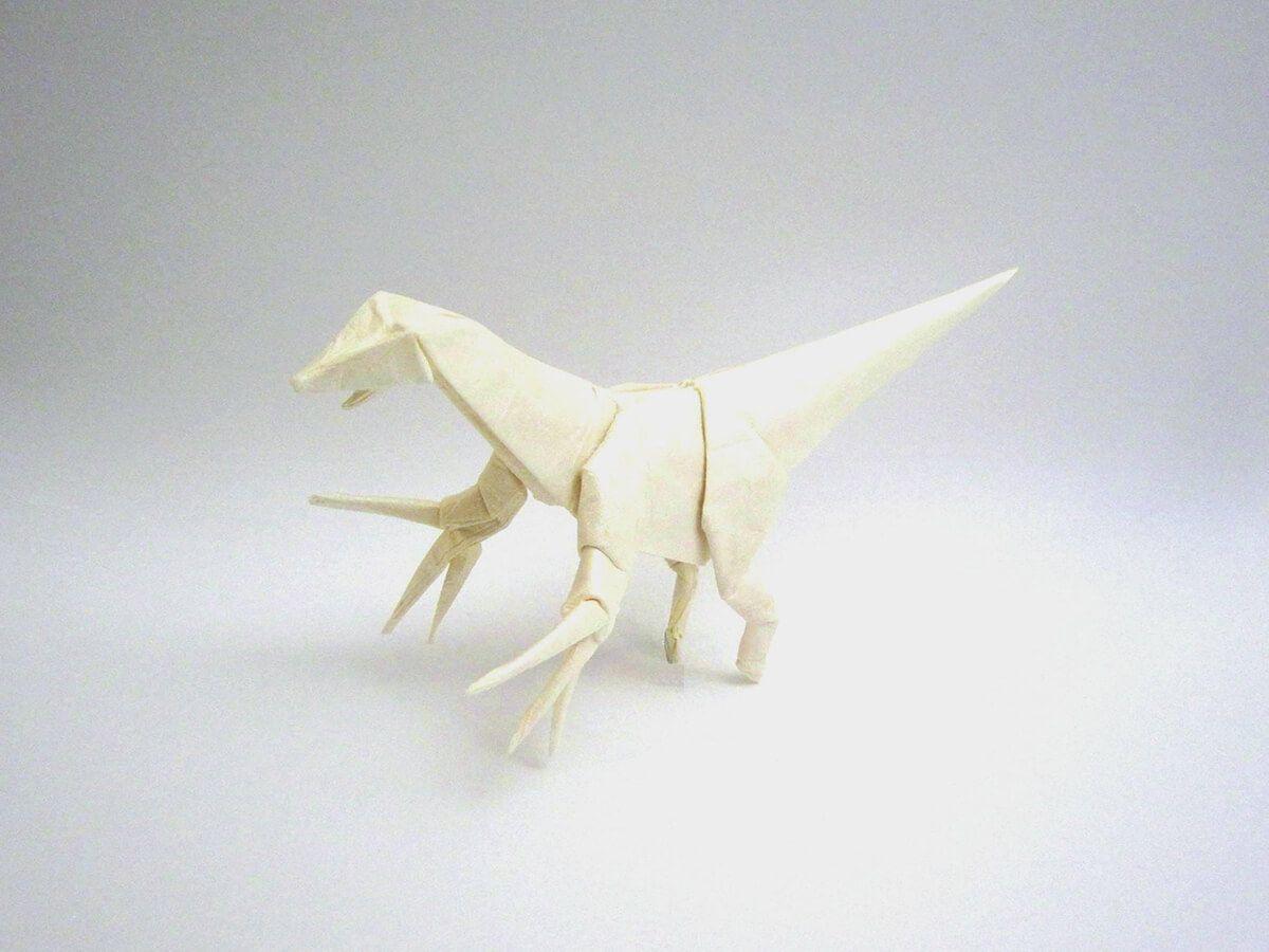Photo of Therizinosaurus, entworfen und gefaltet von Tetsuya Gotani