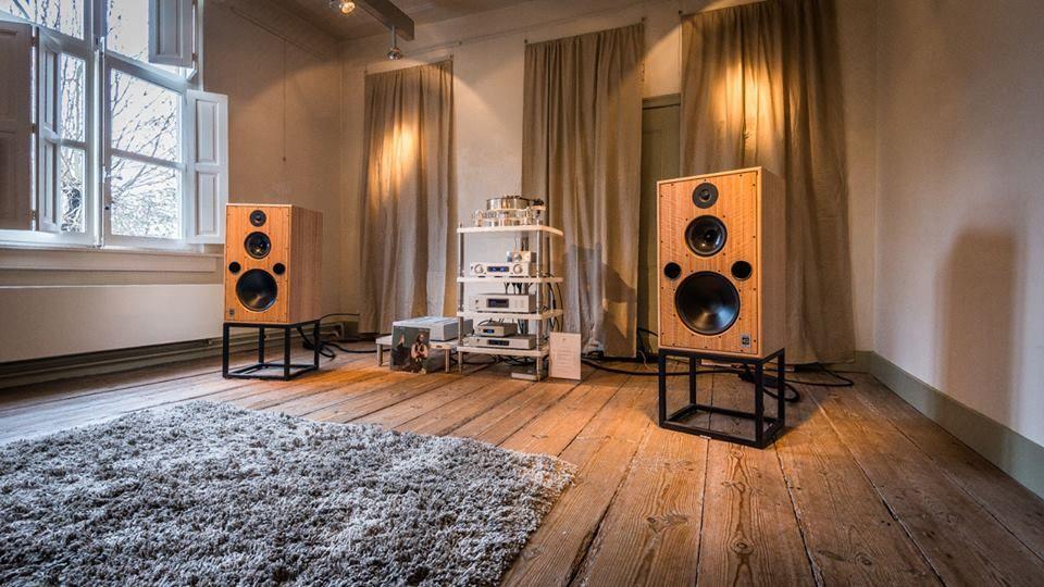 High end audio audiophile music listening room Harbeth ...