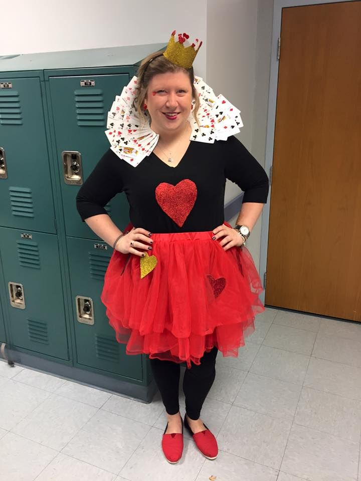 Homemade Queen Of Hearts Costume In 2019 Queen Of Hearts