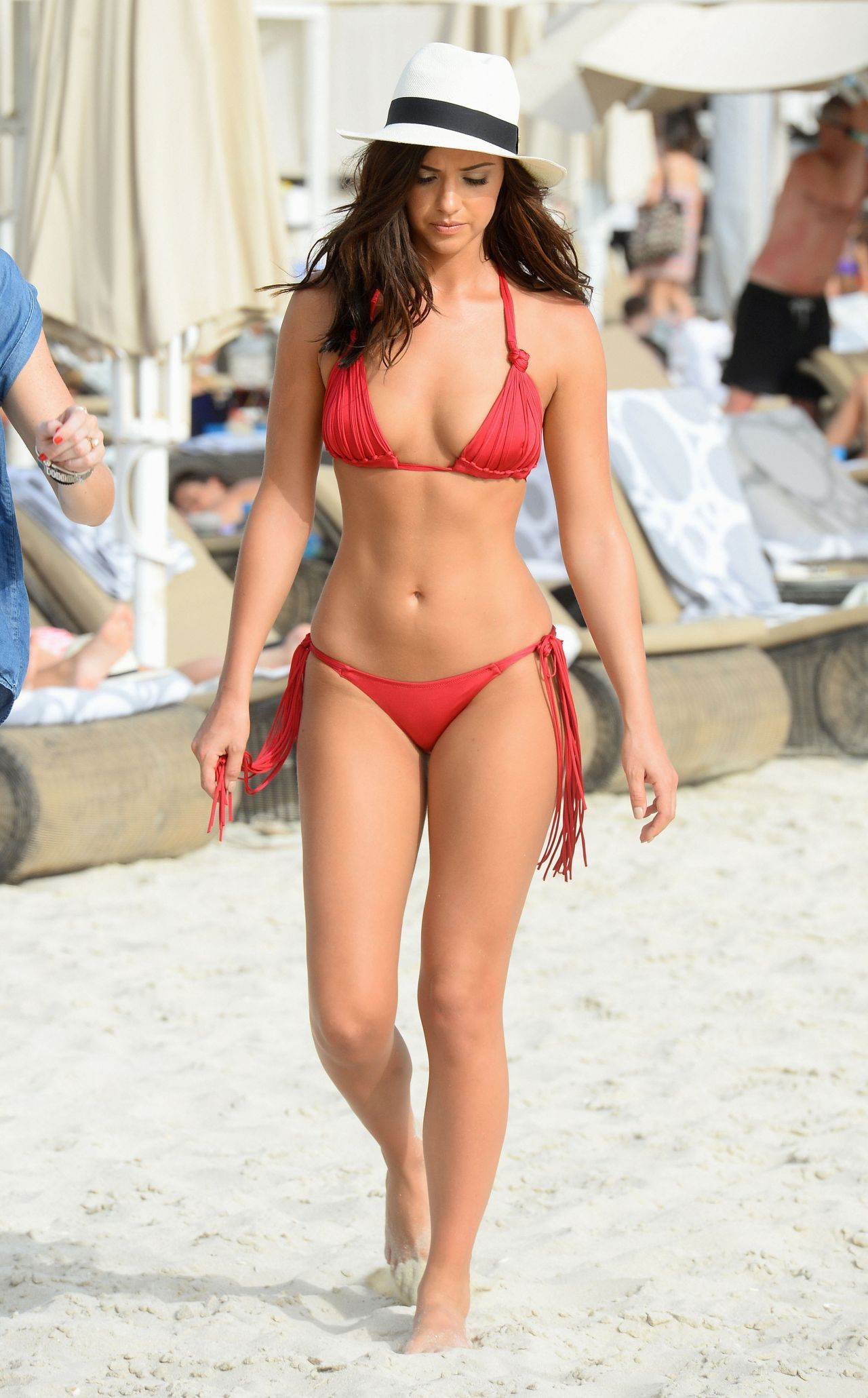 d2bf26a896 Pin by Daddy on Lucy Mecklenburgh amazing curves for thin woman ...