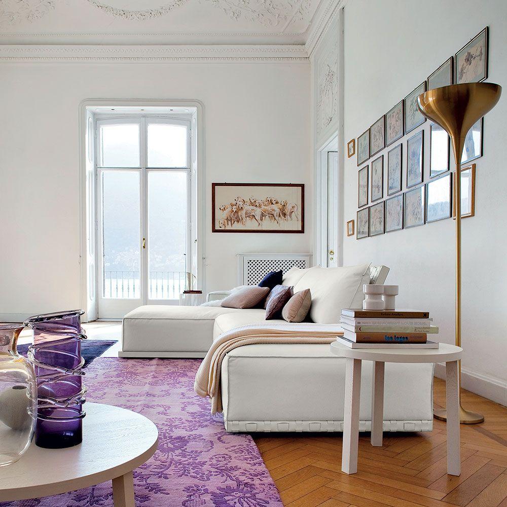 Elegante soggiorno signorile con divano in pelle bianca. | Living e ...