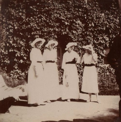Maria, Tatiana, Olga & Anastasia at Mogilev, Stavka 1916  posted on the AP forum by user Tatianaz