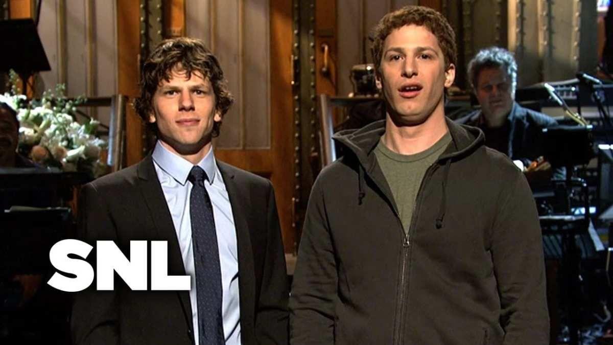 El Actor Jesse Eisenberg Es Conocido Por Su Papel En La Red Social Por Interpretar A Mark Zuckerberg En La Tempr Saturday Night Live Monologues Andy Samberg