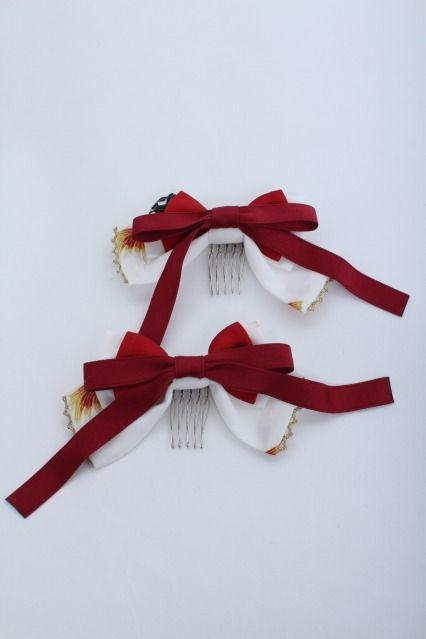 Metamorphose: Daydreaming Goldfish Ribbon Combs in white