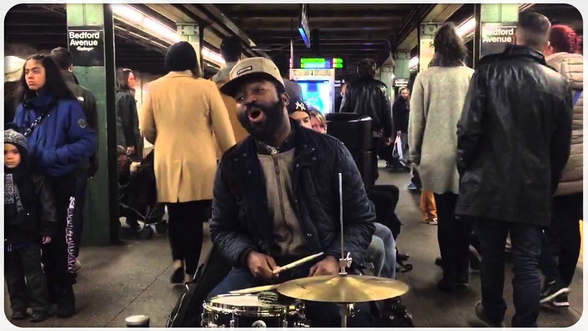 Amazing This Guy Steals Whole Subway Audience Nyc Soul Music Music Mix Guys