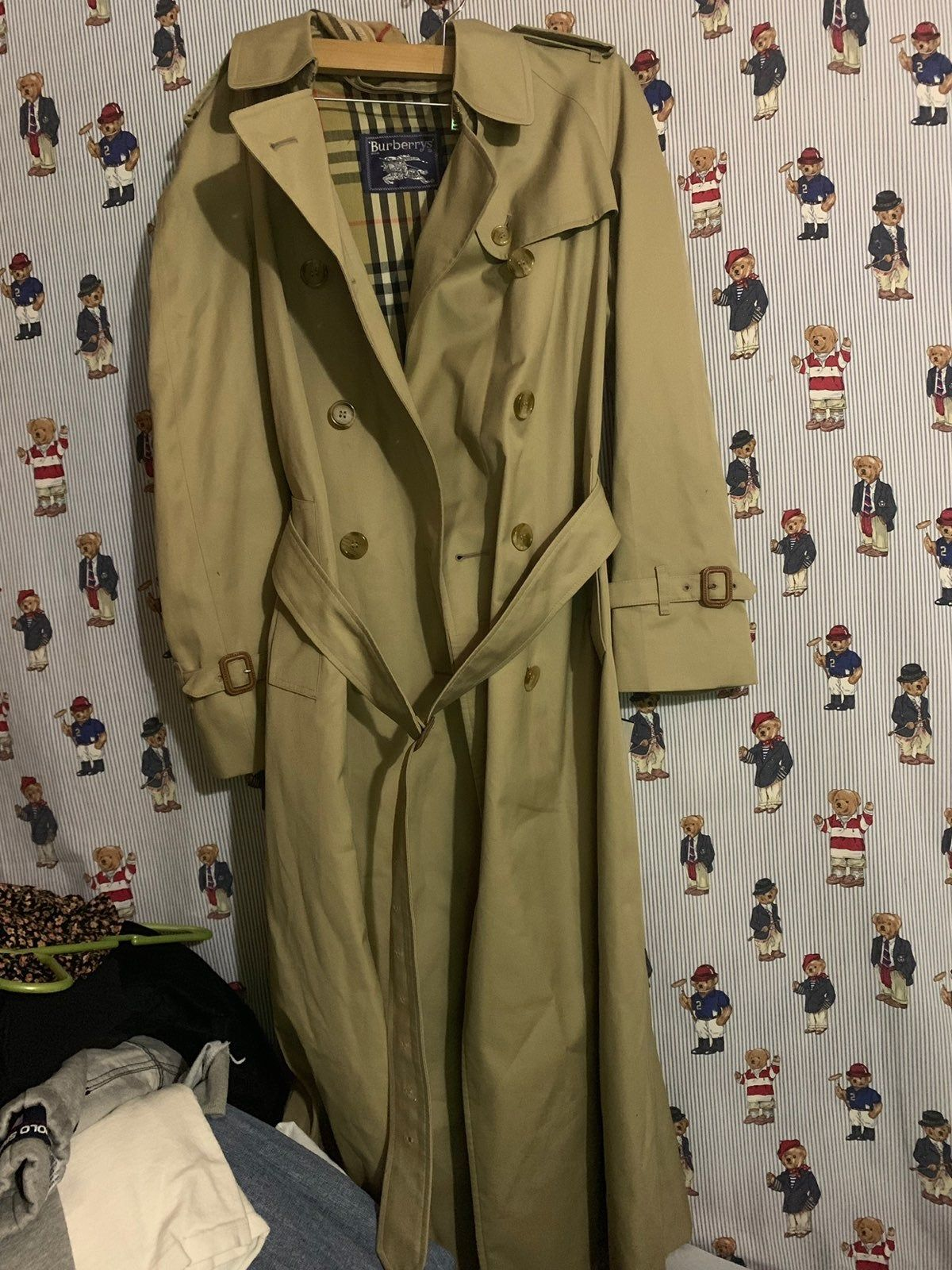 Super Clean Burberry S Coat Used It A Couple Of Times Dry Cleaners Lost The Inside Part Shows On The Pics No Tape Measurem Coat Burberry Burberry Trench