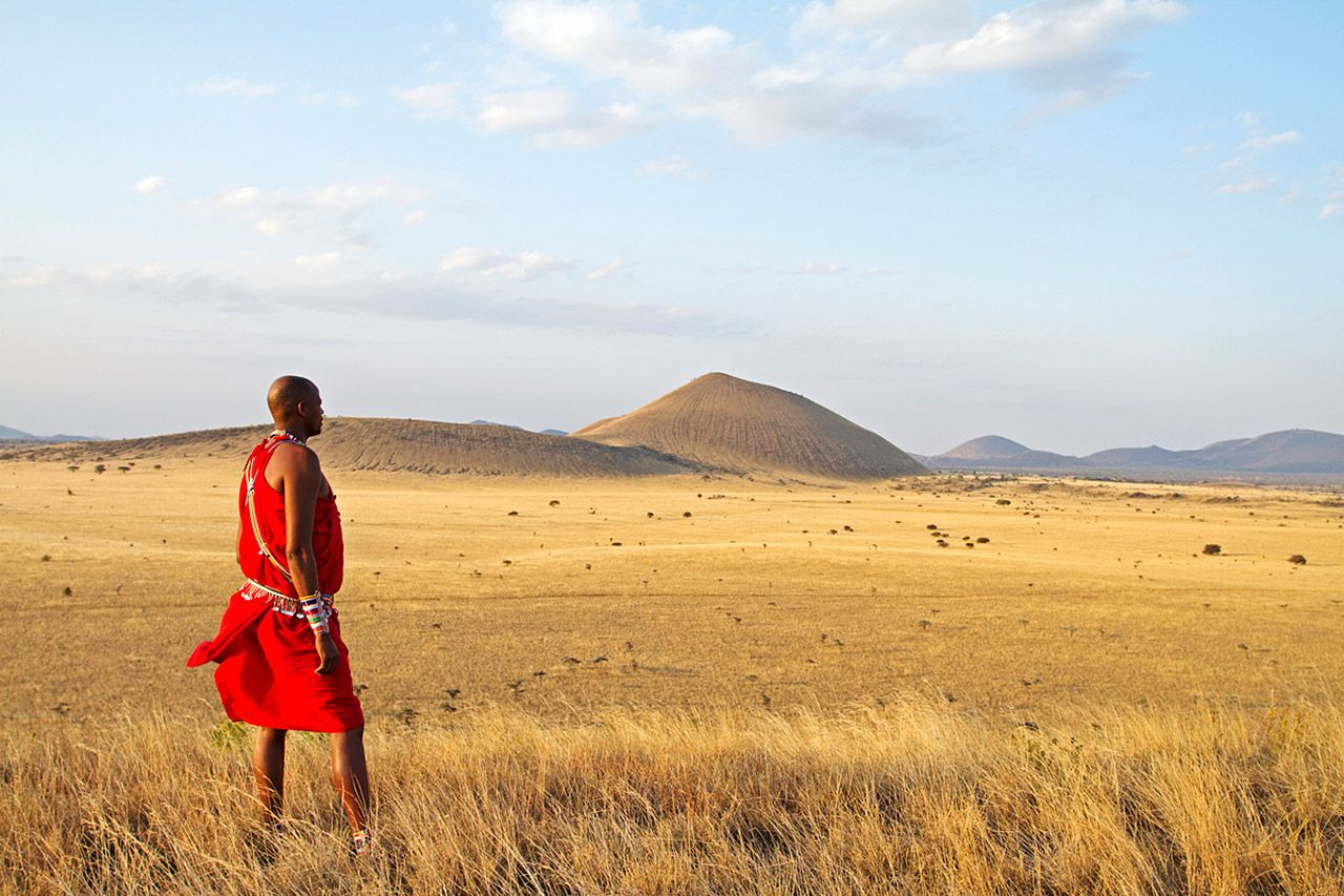 Chyulu Hills, Kenya. Mark of the Lion by Suzanne Arruda. First--2006. A Jade del Cameron Mystery.