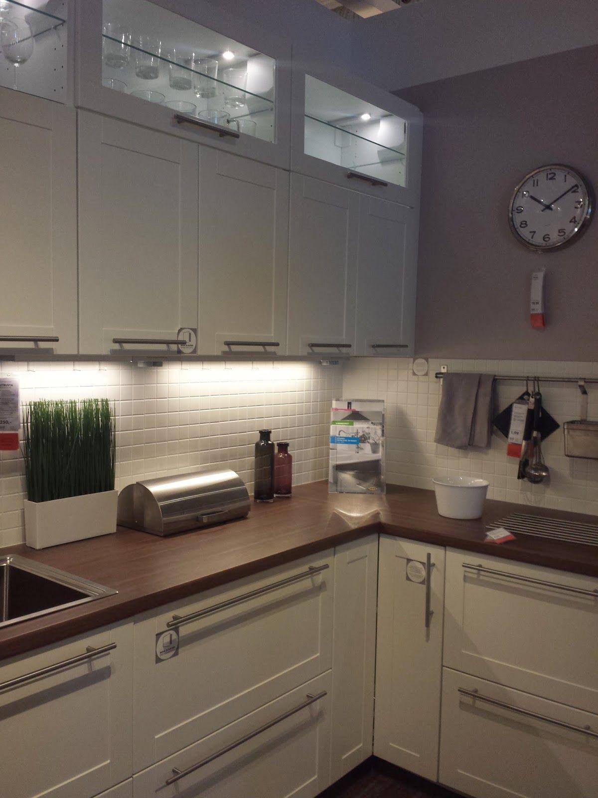 valkoinen keittiö tumma puutaso - Google-haku